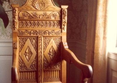 Hancarved wedding-chair